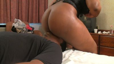Ebony mistress facesitting male slave